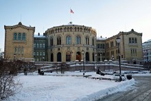 tors9_800px-The_Parliament_of_Norway_(Stortinget),_Oslo,_Norway
