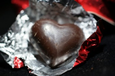 divine_70_dark_chocolate_hearts_close_up_outer-500x334
